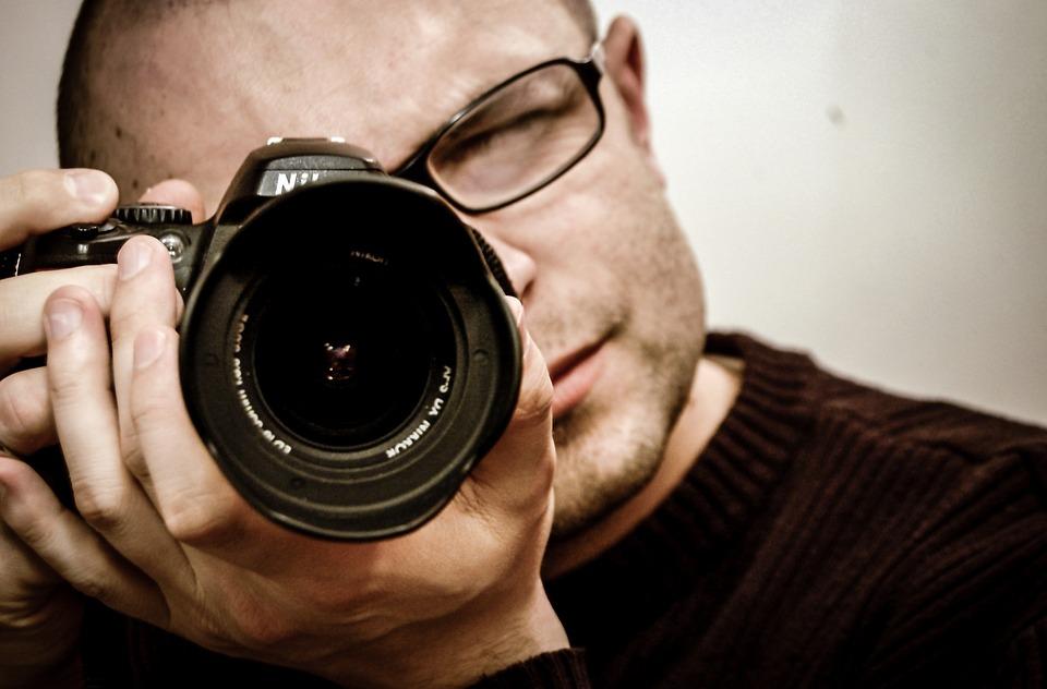 ein professioneller produktfotograf