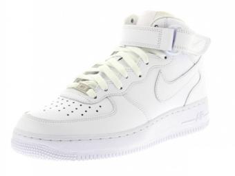 photo de chaussures avec un fond blanc