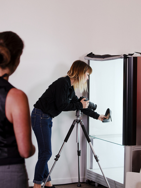 Service der digitalen Produktfotografie Hilfe Positionierung