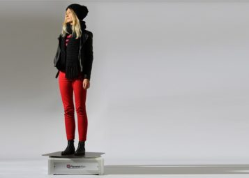 Produktfotografie auf Model Fashion Fotografie offenes Studio