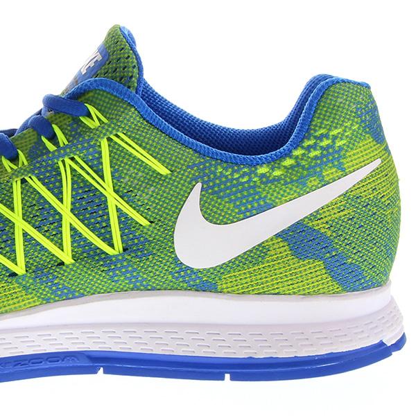 Foto Nahaufnahme von einem Paar Nike-Schuhe