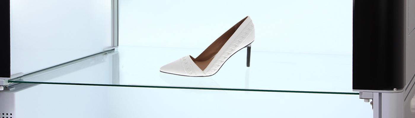 Hohe Frauen Schuhe im Studio fotografieren