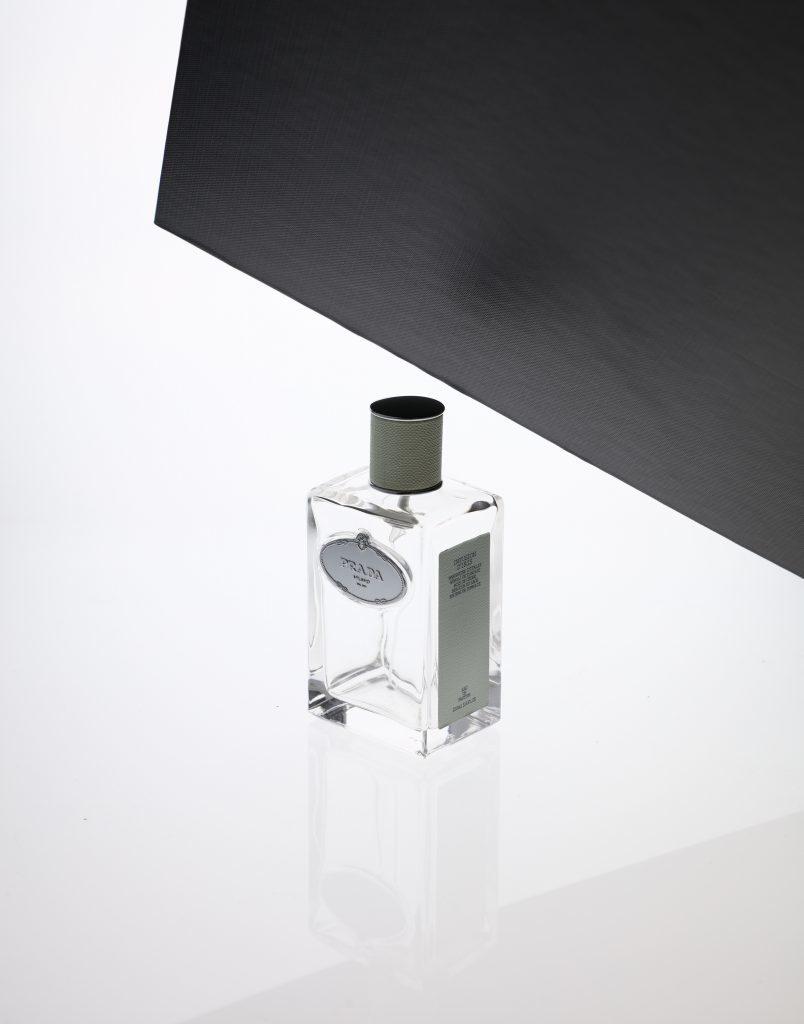 Durchsichtige Flaschen im Fotostudio selbst fotografieren