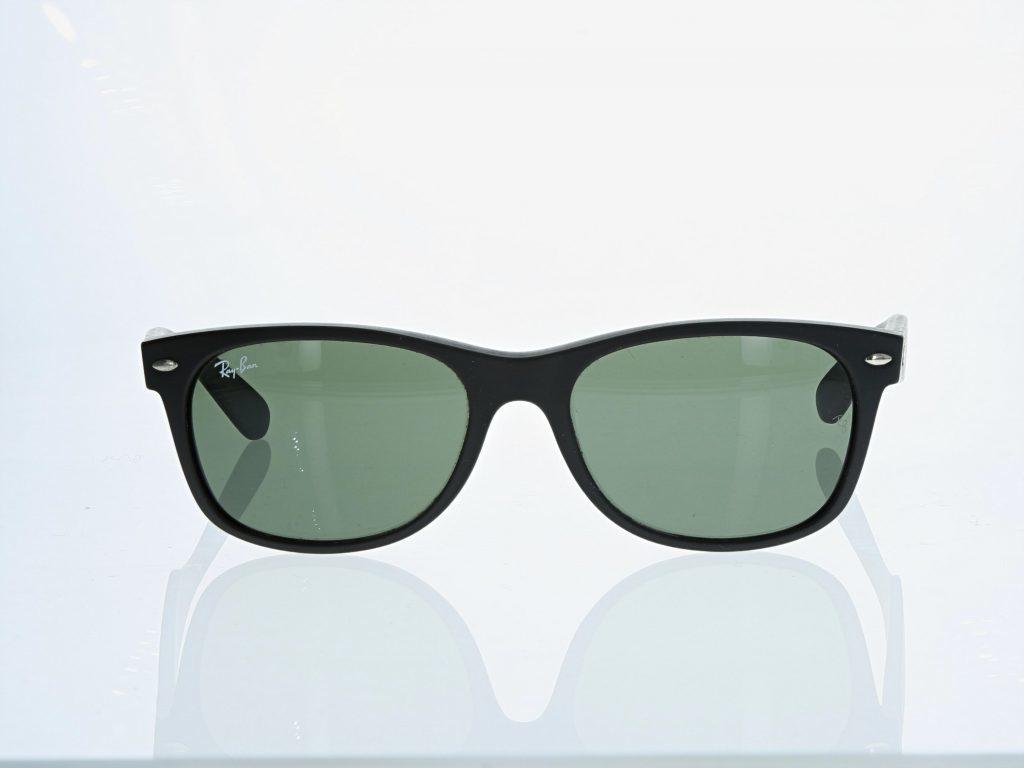 Brillen und Optikprodukte im Fotostudio fotografieren