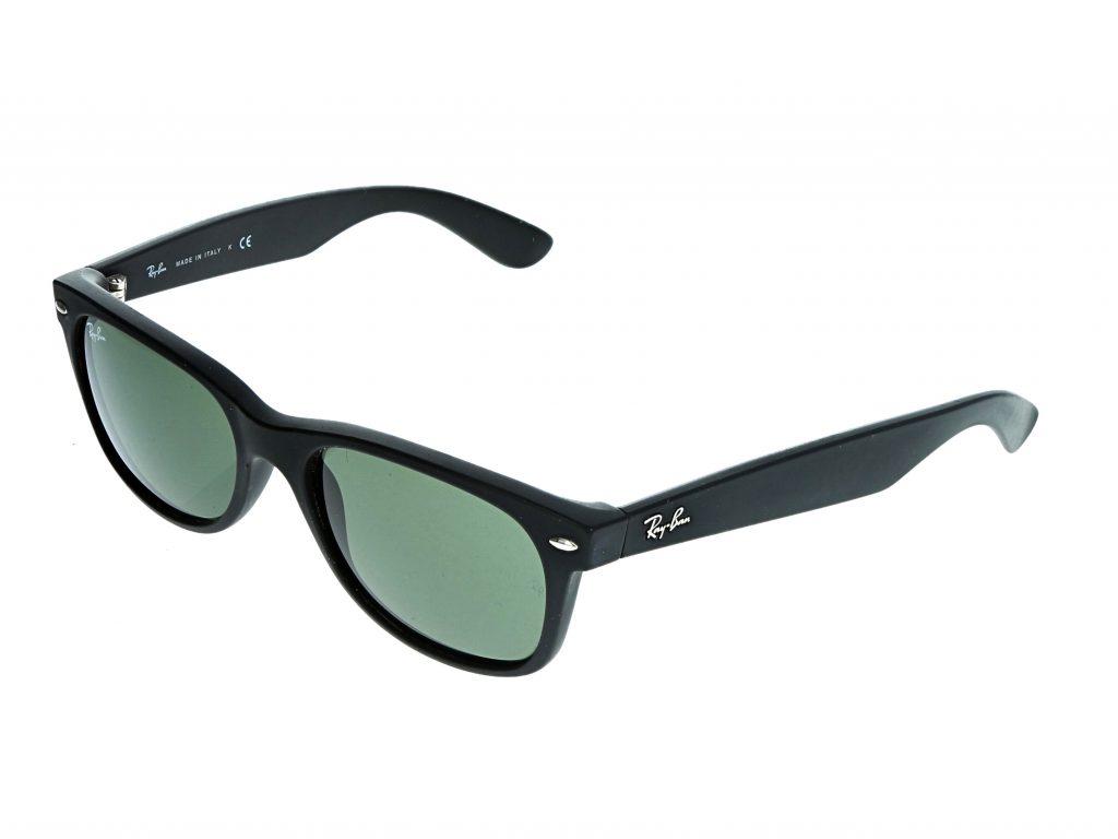 photographie de lunettes sur le coté