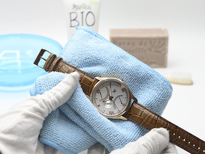 Reinigung eines Lederarmbandes einer Uhr