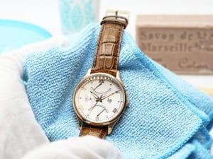 Wie man eine Uhr reinigt